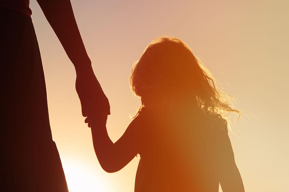 girl-hand-silhouette